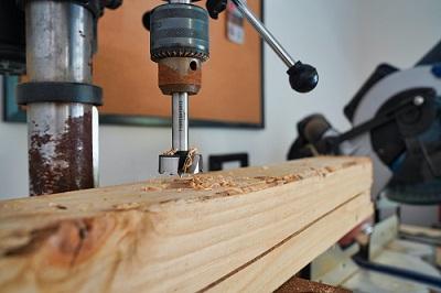 hole saw making hole